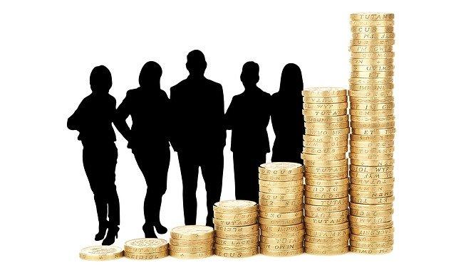 ネット上に大量に存在する月収100万以上の投資家について