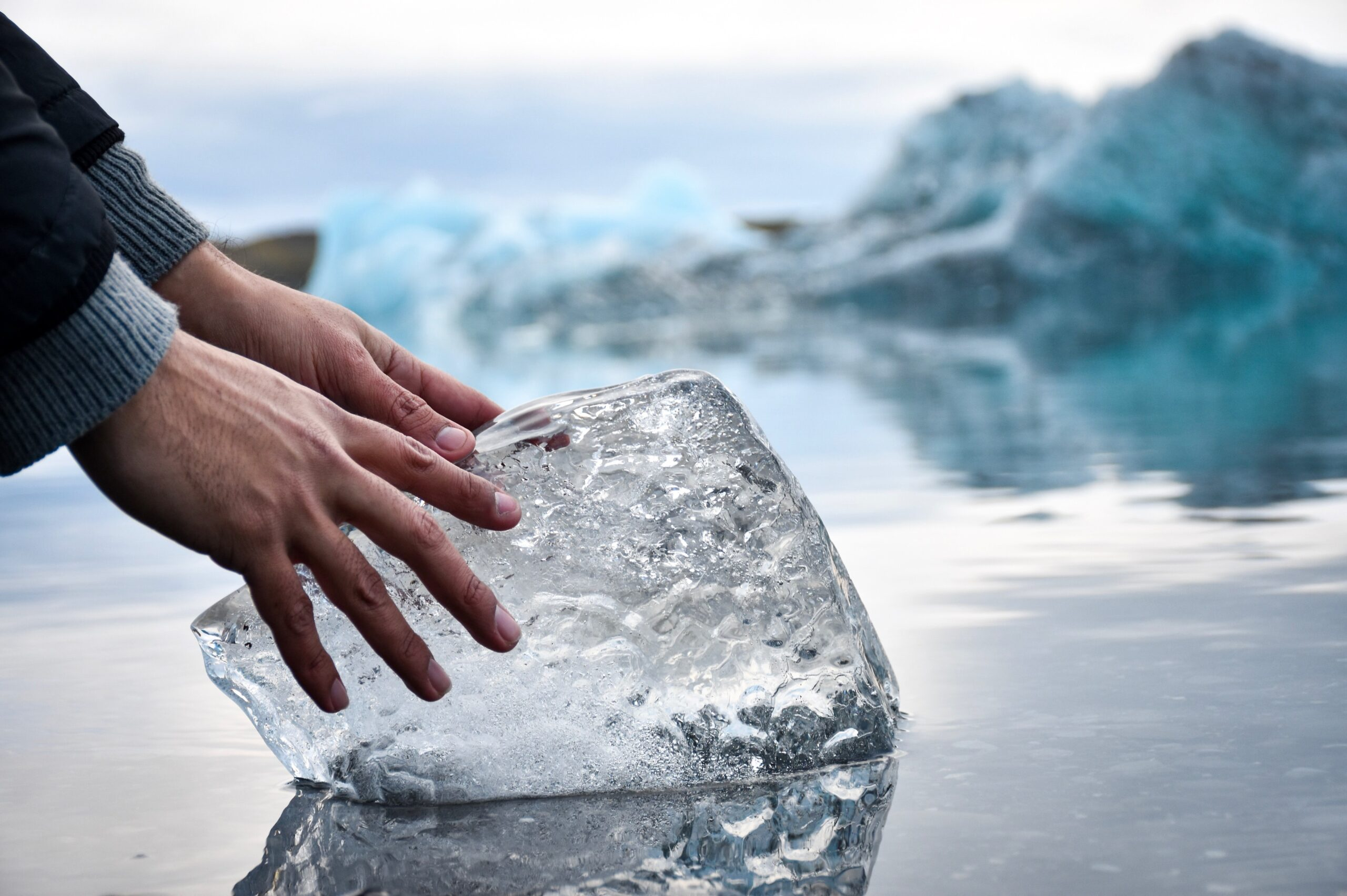 限定口座凍結